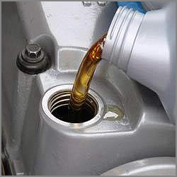 Automotive Lubricating Engine Oil